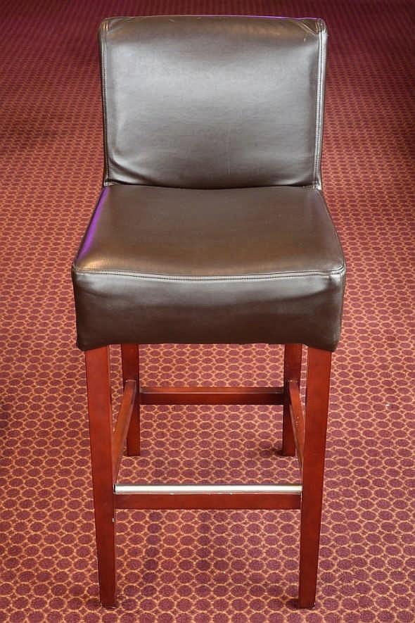 Chaise bon tat hauteur 97 cm large 40 cm mati re cui for Hauteur d une chaise