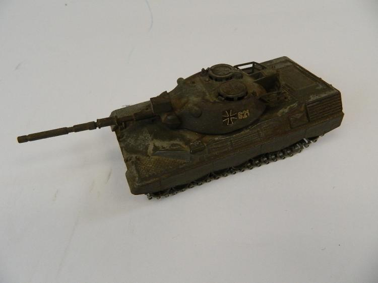 Lot 29: Solido KpZ Leopard Diecast French Made Tank 1:43
