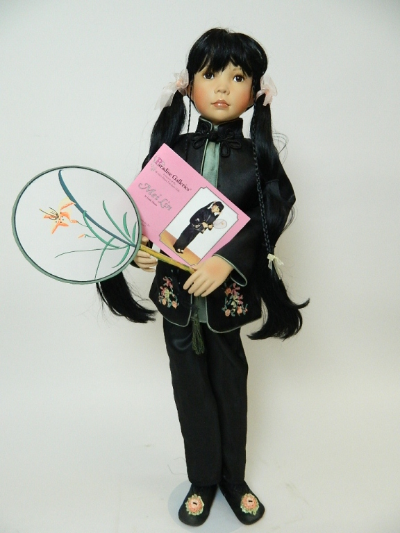 Lot 140: Paradise Galleries MeiLin Doll with Fan