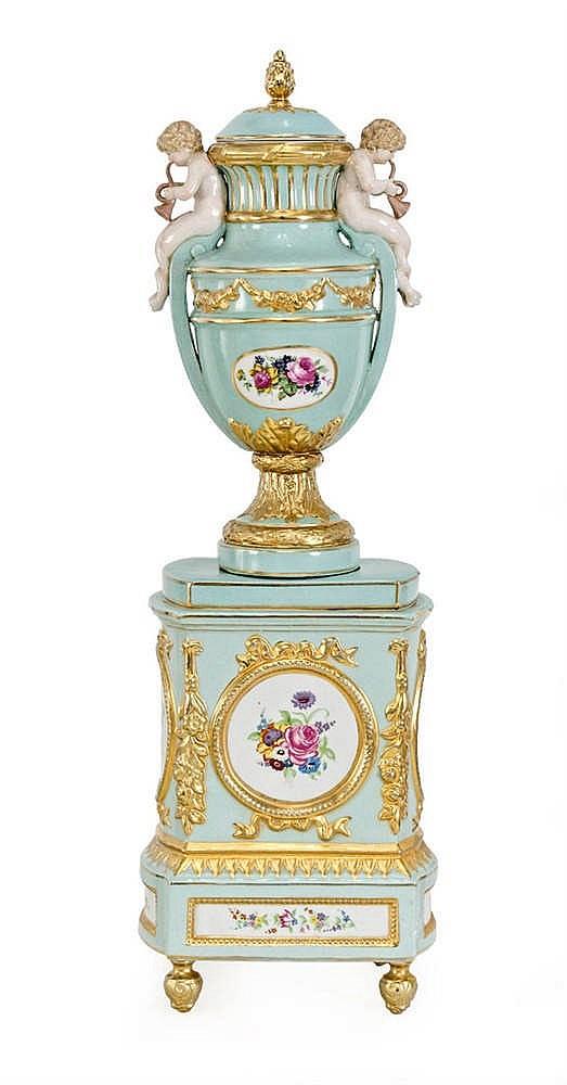 Lidded vase with pedestal