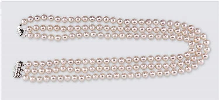 White verlauf pearl necklace