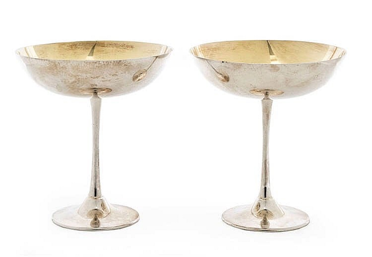 Wedding champagne glass pair