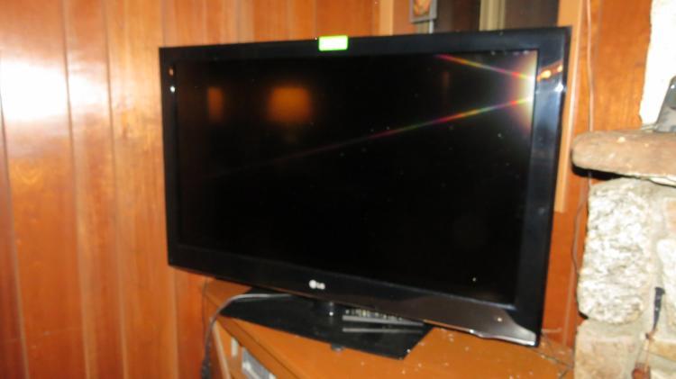 Large LG Flat Screen Tv