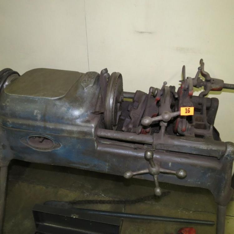 PIPE THREADER WITH TOOLING