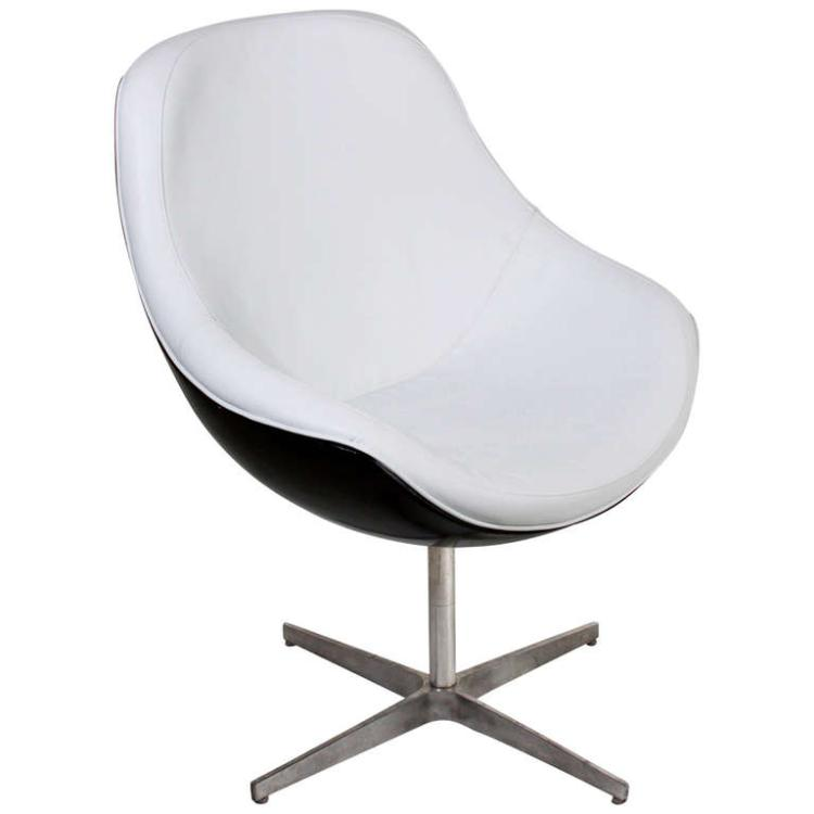 Ricardo Fasanello leather and fiberglass chair