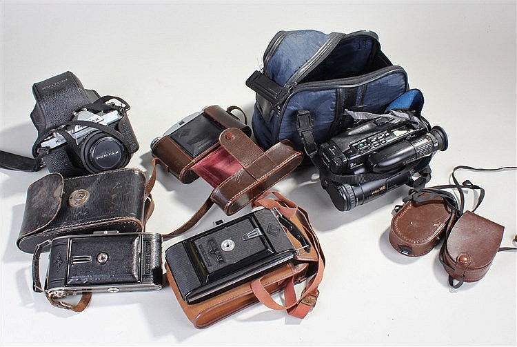 Cameras, to include an Agfa Billy, Pentax, two further Agfa's, a Sony Handy
