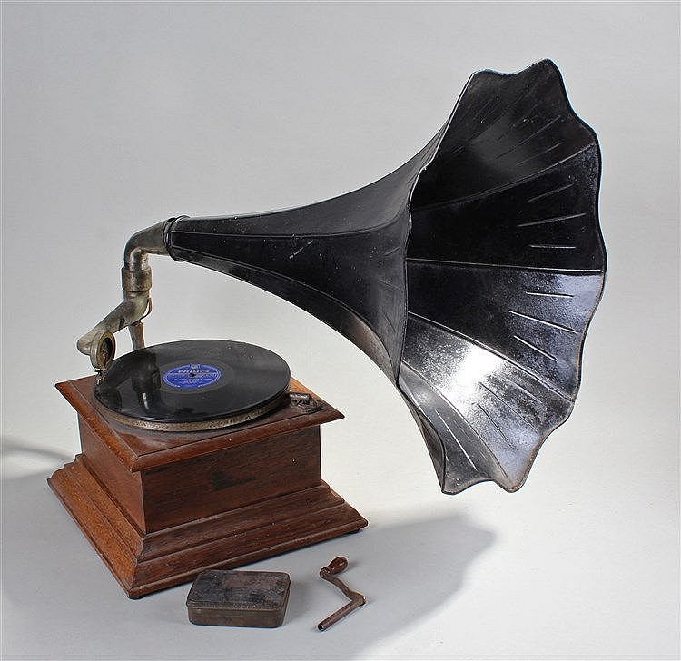 Oak cased gramophone, 'The New Cecil Zonophone' the named base with fluted