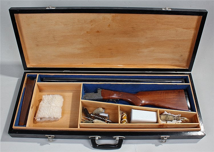 Angelo Zoli 12 bore over and under shotgun, the mahogany stock with chequer