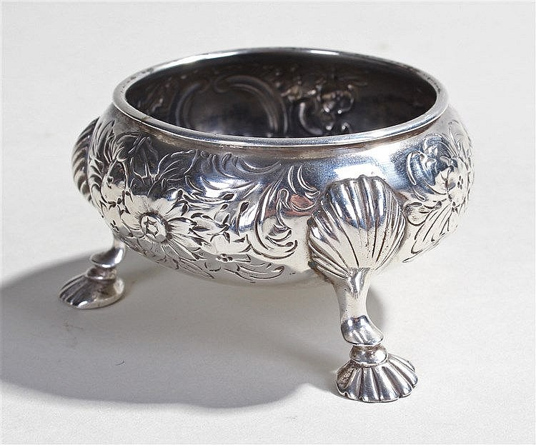 Edward VII silver salt, of foliate decoration with three scallop shaped sho