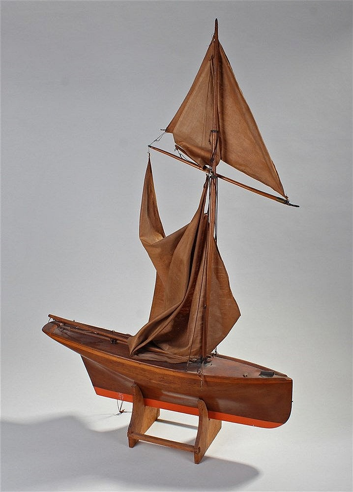 Early 20th Century pond yacht, the single mast pond yacht with red base, ra