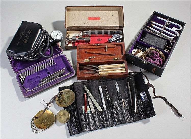 Set of 19th Century surgical scalpels, together with dental tools, apotheca