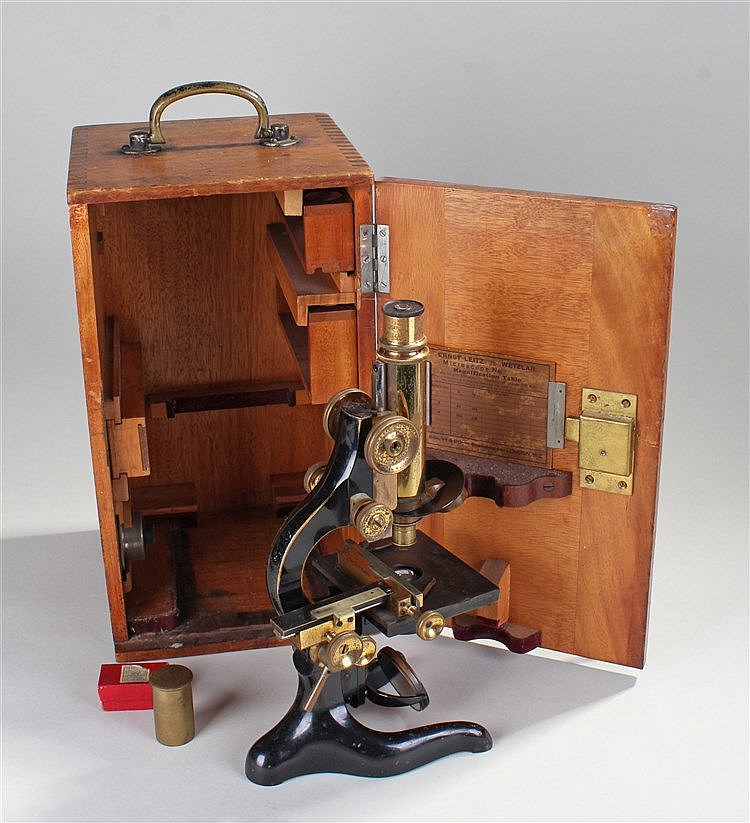 Ernst Leitz Wetzlar cased microscope, the black microscope with brass fitti