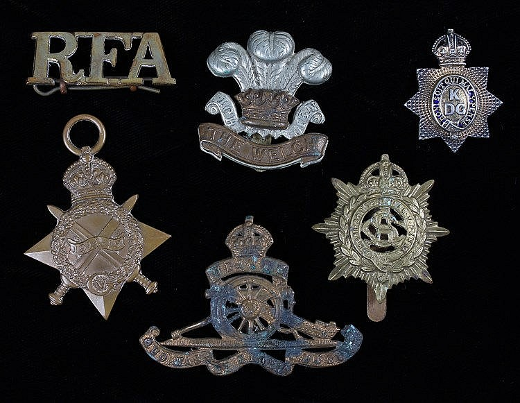 Cap badges and a First World War 1914-1915 Star, the Star (M2-055264 PTE W,