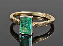 18 carat gold emerald ring, the rectangular emeral