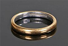 Platinum and gold wedding band, the internal platinum band with an outer go
