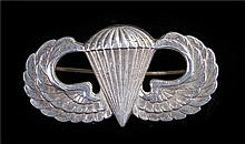 A set of World War Two US Airborne parachute qualification wings, pin back,