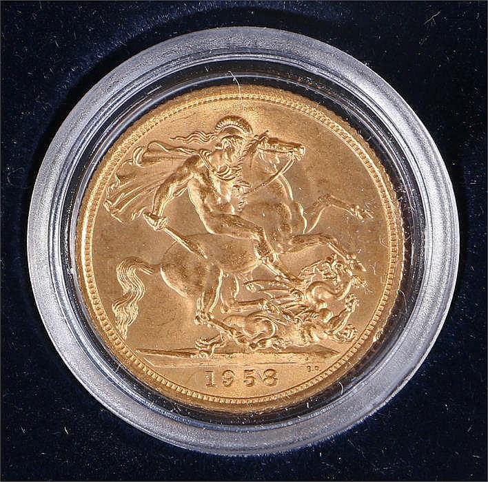 Elizabeth II Sovereign 1958 capsuled and with non-contemporary case - Stock