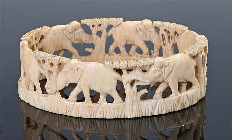Late 19th/early 20th Century ivory bangle, carved all around with elephants