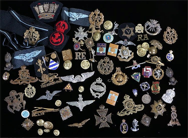 Collection of cap badges, various examples including WW2 era Parachute Regi
