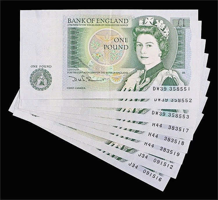 Bank of England Consecutive runs of £1 banknotes, to include a run of two J