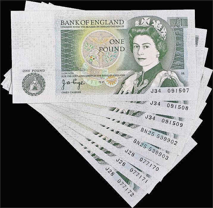 Bank of England Consecutive runs of £1 Banknotes, to include a run of three
