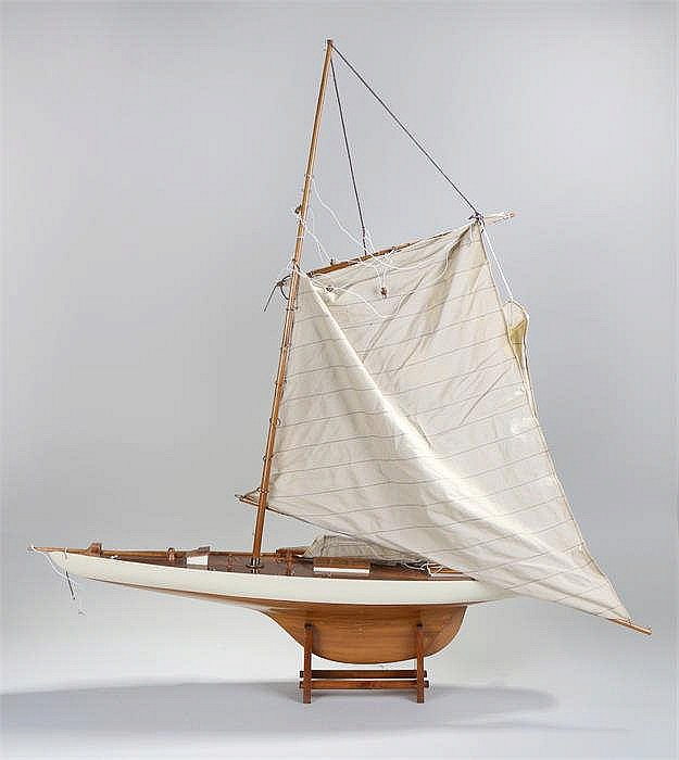 Wooden pond yacht with single mast on a later stand - Stock Ref:3470-109