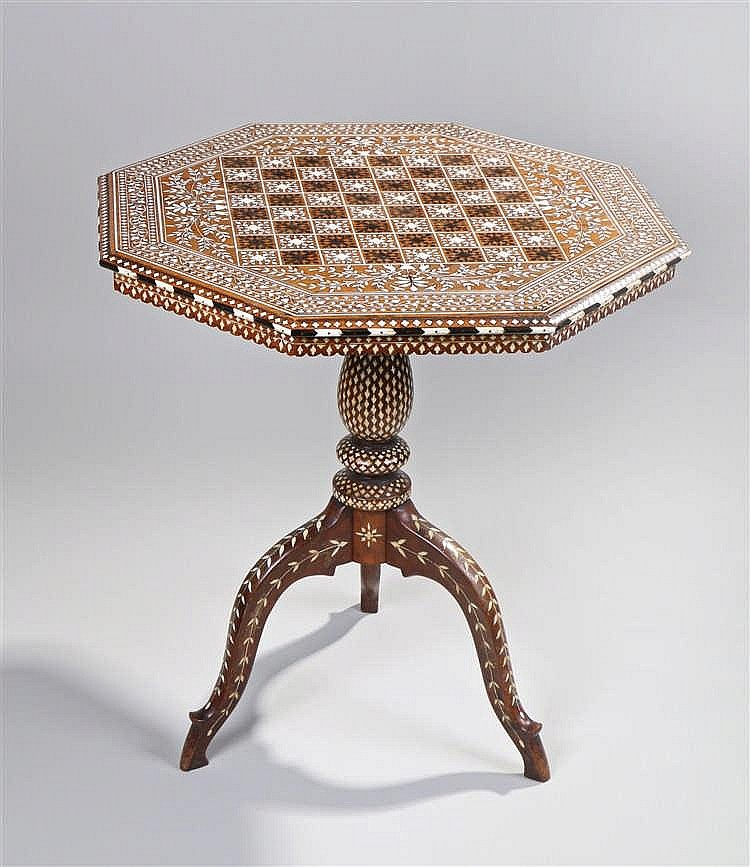 Early 20th century Anglo-Indian occasional chess table, the ivory and ebony