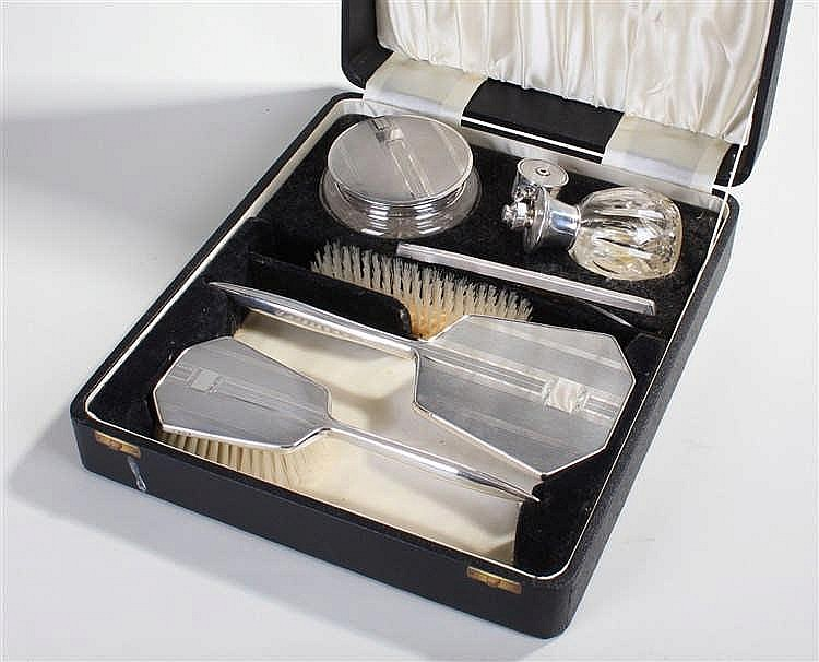 Elizabeth II silver dressing table set, Birmingham 1959, consisting of a gl