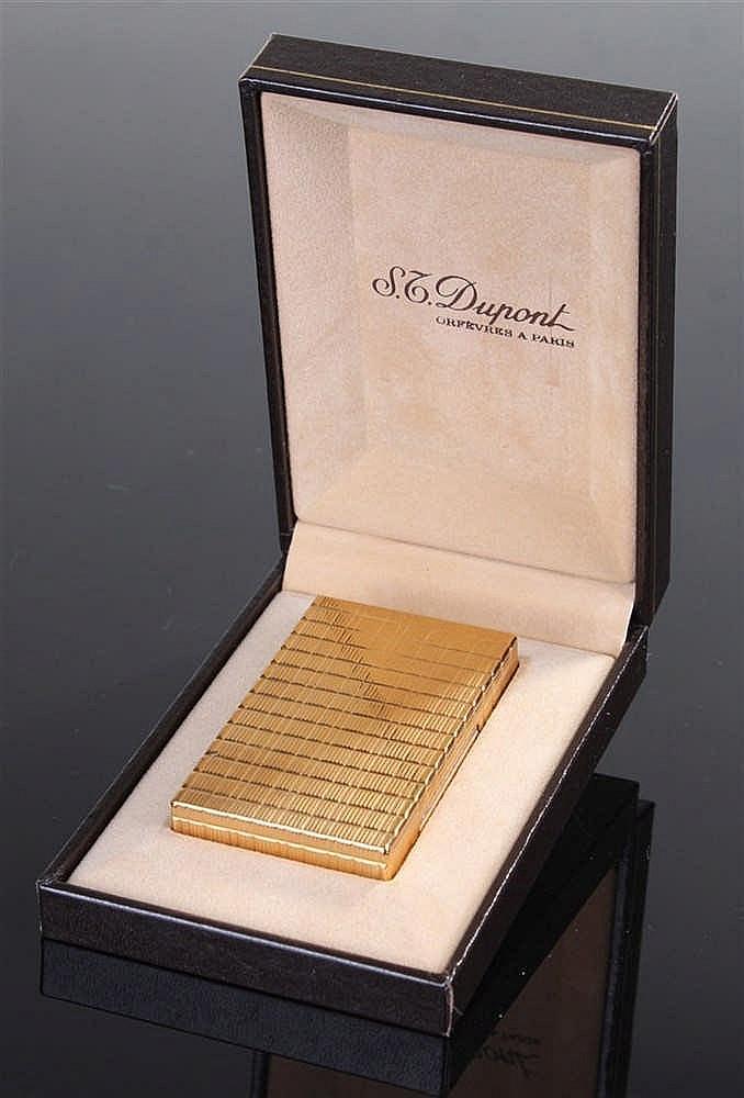 Dupont gold plated lighter, numbered 85ADR38, 6cm, cased