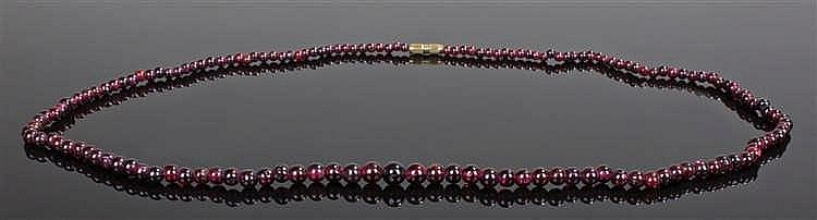 Garnet strung necklace, with a row of graduating spheres, 61cm long