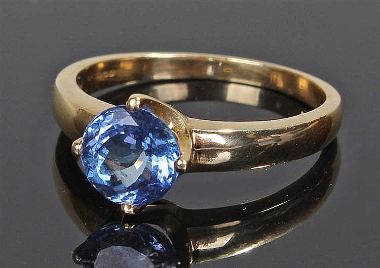 18 carat gold tourmaline ring, the round cut sapphire with four claws and t