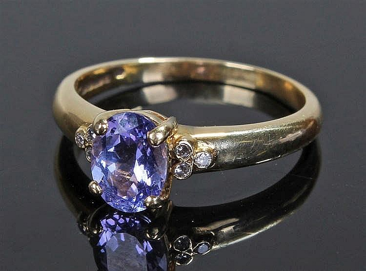 18 carat gold fluorite and diamond ring, the oval cut fluorite flanked by t
