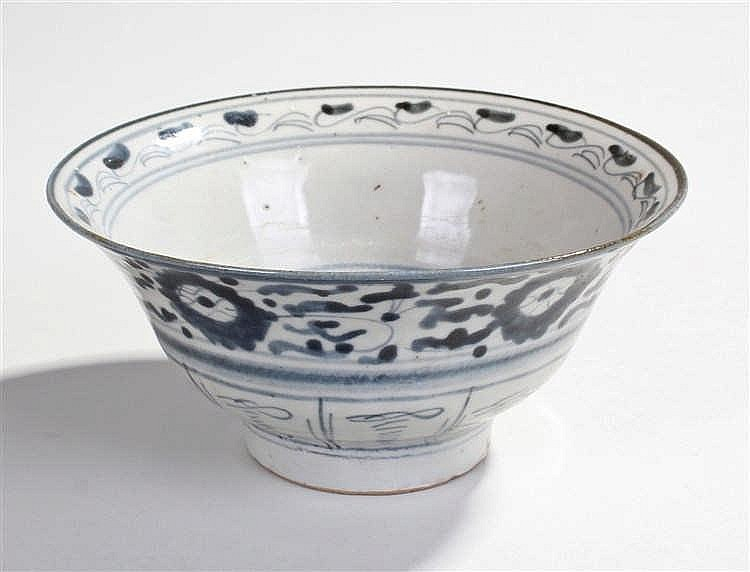 Chinese porcelain bowl, decorated with blue flowers and swirls, character m