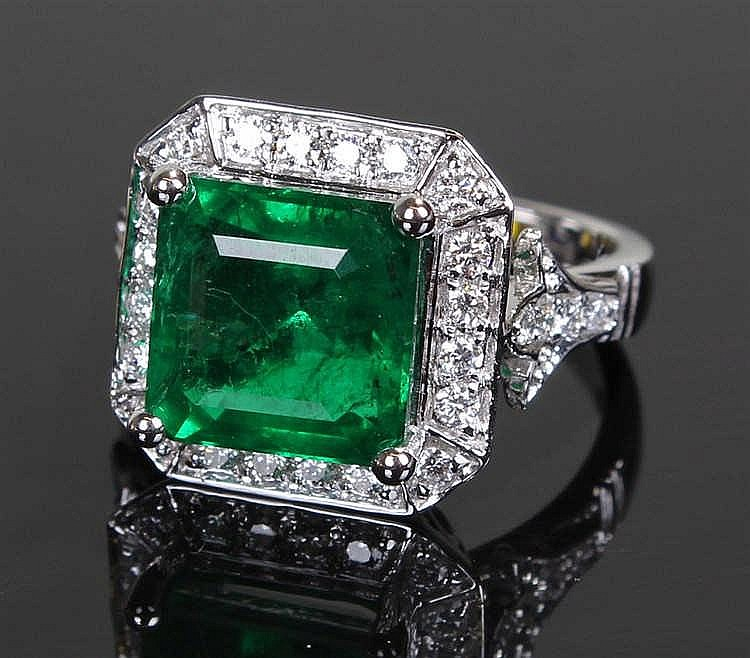 David Jerome Collection Zambian emerald and diamond ring, the central squar