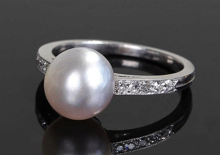 Natural saltwater pearl ring, the pearl at approximately 3 carats raised ab