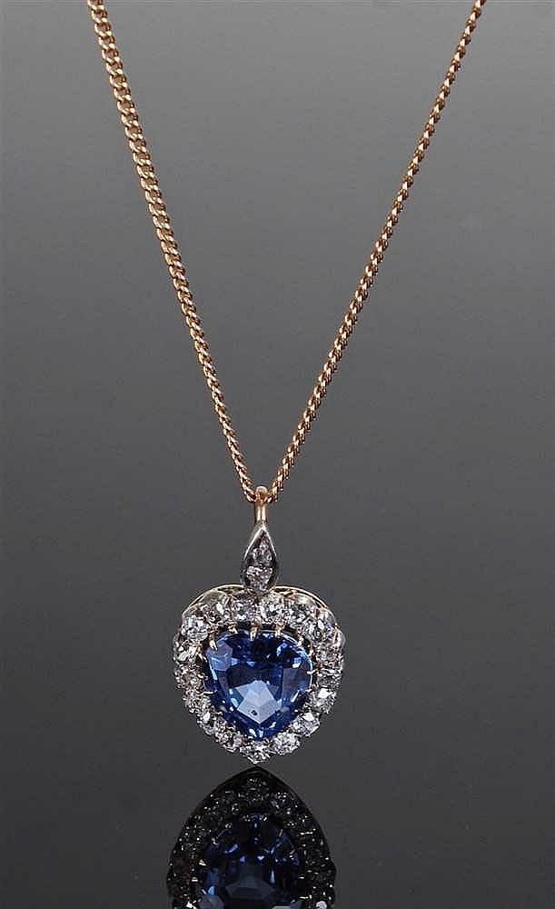 Ceylon sapphire pendant, the heart shape Ceylon sapphire with no indication