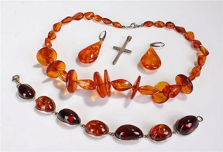 Collection of amber jewellery, comprising a reformed amber necklace, a silv