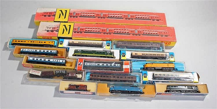 Quantity of model railway N gauge items, to include trains and carriages, m