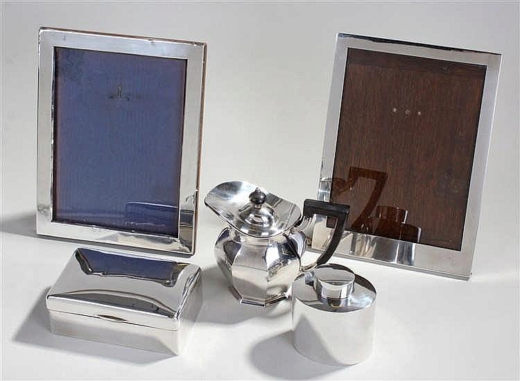 Silver objects, to include a silver tea caddy, a silver lidded jug, a cigar