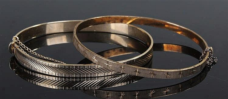 Two 9 carat gold bangles, one with line decoration weighing 11.5 grams, the
