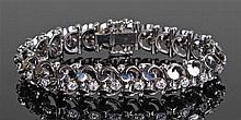 White gold diamond set bracelet, the linked bracelet with a row of twenty t
