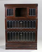Globe Wernicke sectional oak bookcase, the rectangular top above a cabinet