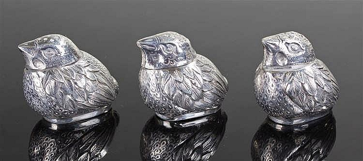 Chinese novelty silver pepper set, modelled as chicks, character marks to t