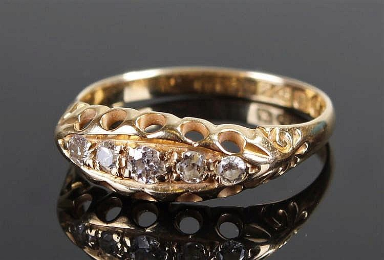 18 carat gold diamond ring, with five diamonds to the head, ring size Q