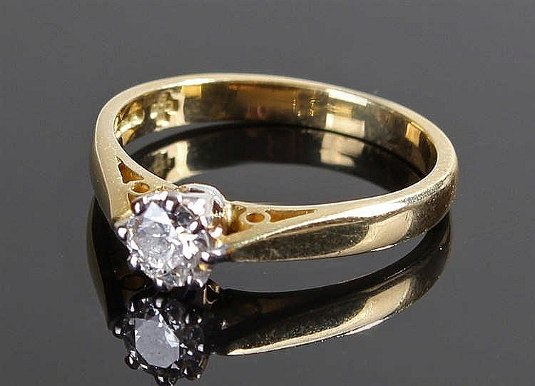 18 carat gold and diamond set ring, the central diamond at approximately 0.