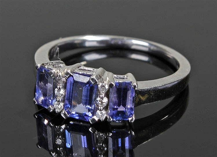9 carat white gold amethyst set ring, with a row of three baguette cut amet