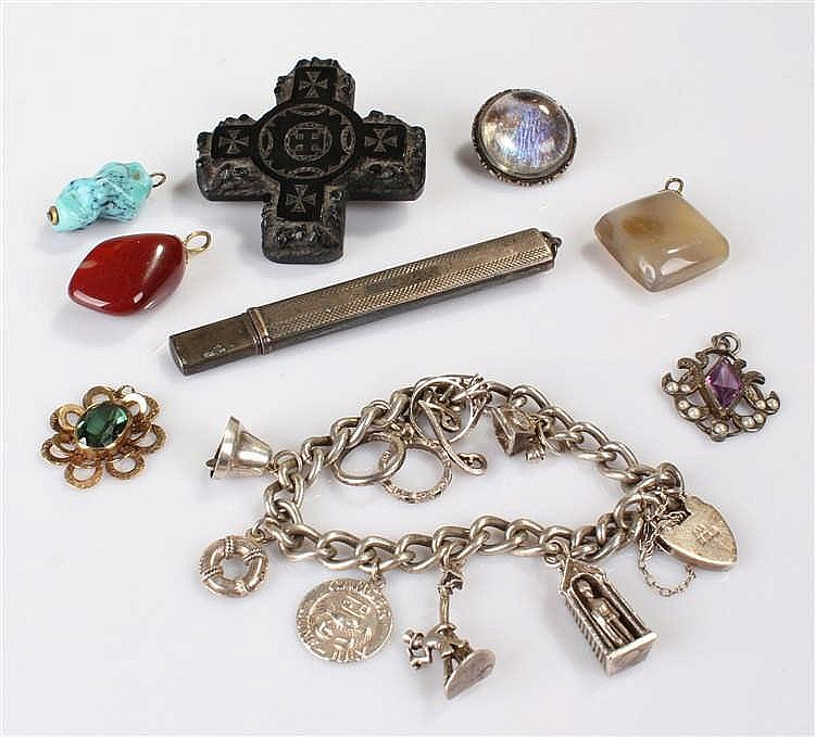 Collection of jewellery, to include a silver charm bracelet, agate pendants