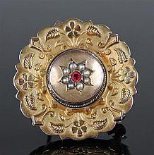 9 carat gold brooch, the circular brooch with a central boss with pearls, f