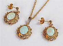 9 carat gold and opal jewellery set, consisting of a pair of earrings with