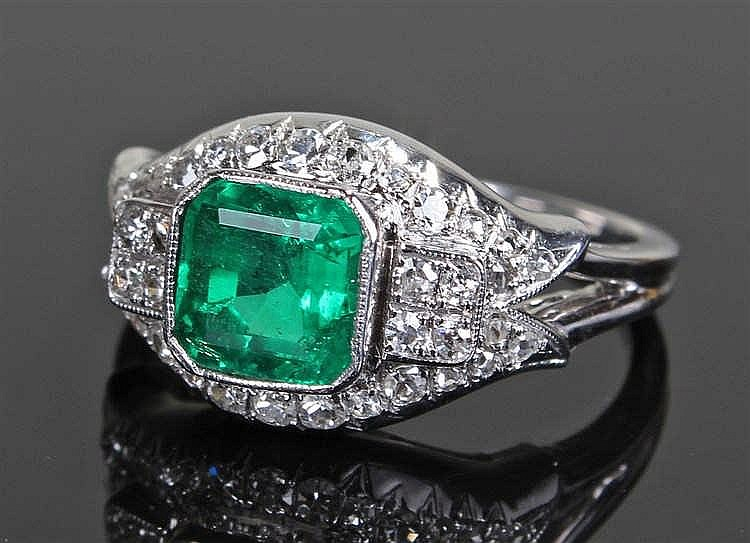 Colombian emerald and diamond ring, the 1.69 carat Colombian emerald surrou